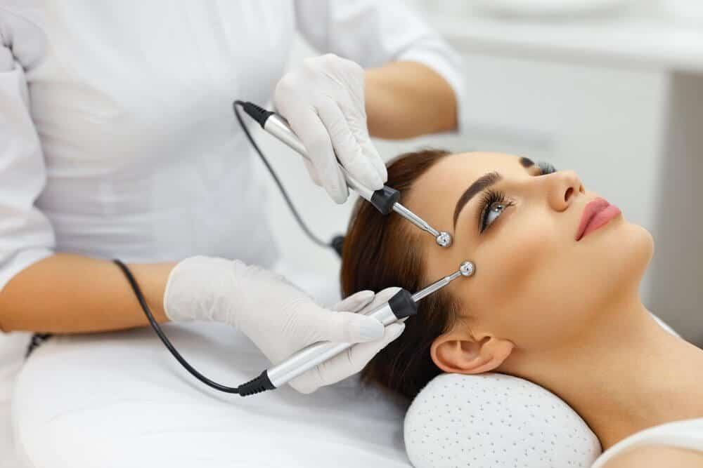 Microcurrent Facial – The Health Benefits, Side Effects And Should I Get One?
